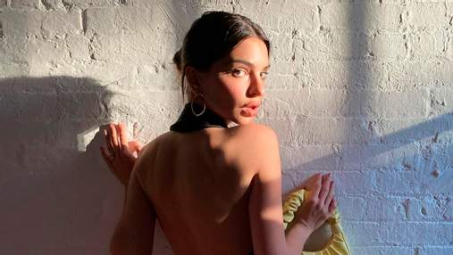 Эмили Ратаковски позировала в платье с обнаженной спиной: горячие кадры без белья