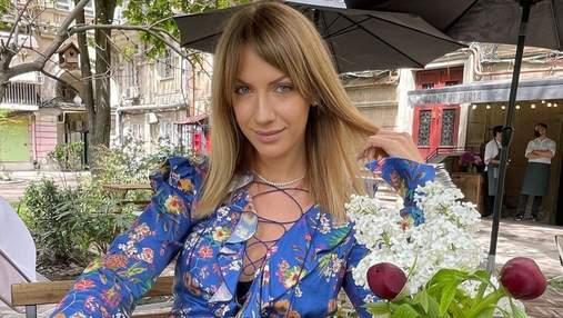 Леся Никитюк очаровала весенним образом в цветочном платье: яркие фото