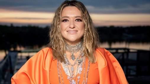 Наталія Могилевська приголомшила яскравим образом у помаранчевій сукні: фото та відео