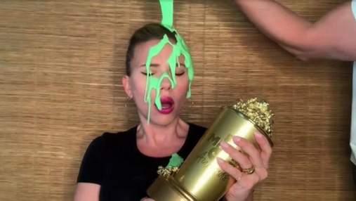 Скарлетт Йоханссон облили зеленой слизью на церемонии MTV: это сделал ее муж – видео