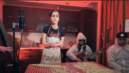 Лепила вареники и пела SHUM: группа Go_A сняла забавное видео на песню для Евровидения-2021