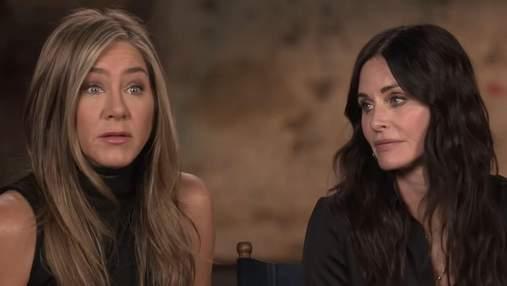 """Дженніфер Еністон зізналася, що вкрала сукню Моніки з гардероба """"Друзів"""": що забрали інші"""