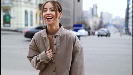 Надя Дорофеева покорила стильным образом в рубашке: эффектные кадры