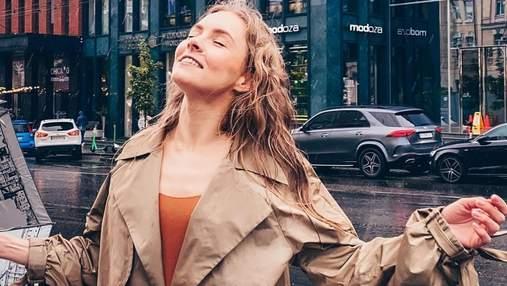Олена Шоптенко позувала під дощем: фото стильного образу танцівниці