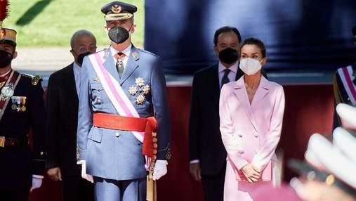 В розовом платье: королева Летиция ошеломила романтическим образом
