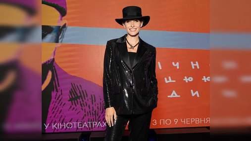 Вагітна Катя Осадча вразила вечірнім образом у блискучому костюмі