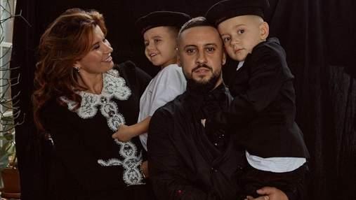Дружина Монатіка зачарувала миловидними фото з дітьми й чоловіком