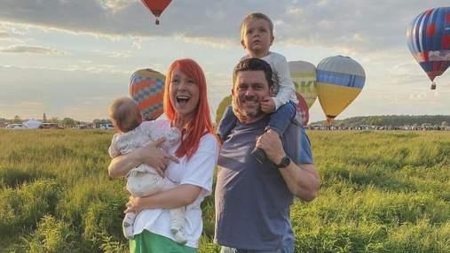 Світлана Тарабарова підкорила сімейним фото на тлі повітряних куль