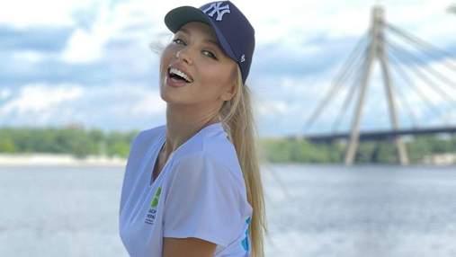Оля Полякова показала спортивный образ в лосинах и кепке: фото