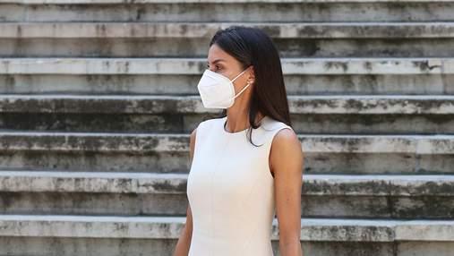 Летиция покорила выходом в элегантном молочном платье
