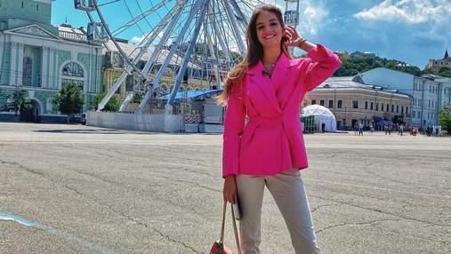 Дружина Дмитра Комарова показала трендовий look у жакеті за 3200 гривень