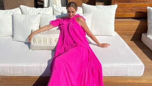 Катя Осадчая ошеломила роскошным look в платье цвета фуксии: фото