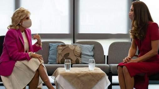 Кейт Миддлтон встретилась с Джилл Байден: элегантные образы герцогини и первой леди США