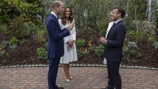 Кейт Міддлтон зачарувала виглядом у білій сукні: фото герцогині на зустрічі з Макроном