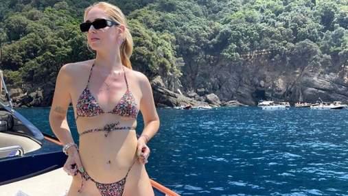 К'яра Ферраньї засмагала на яхті в Італії: гарячі фото у відвертому купальнику