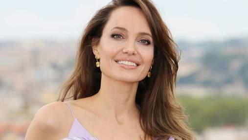Наслідує Джей Ло: Анджеліна Джолі спілкується з колишнім чоловіком