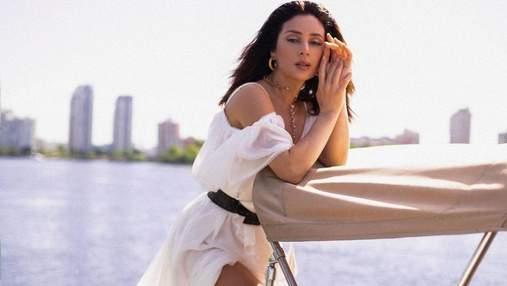 """""""Холостячка"""" Злата Огневич обольстительно позировала в белом платье: эффектные кадры"""