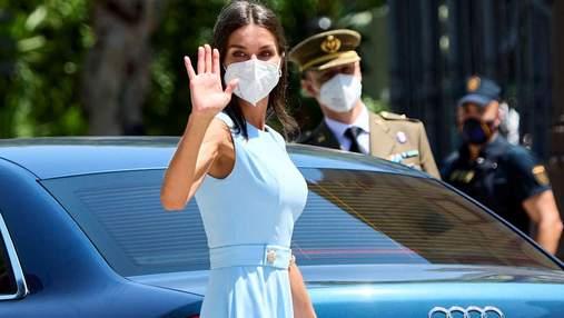 Королева Летиція приголомшила яскравим літнім образом: фото у блакитній сукні