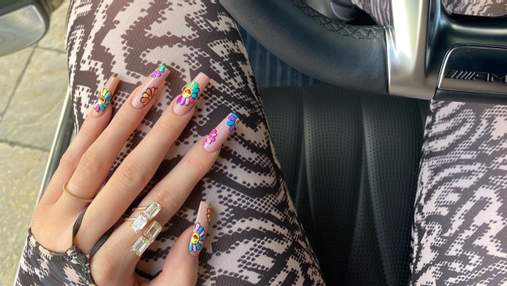 Кайлі Дженнер диктує літні тренди: 3 модні ідеї арт-манікюру від зірки