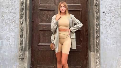 Леся Нікітюк продемонструвала трендовий повсякденний образ: фото в обтислому костюмі