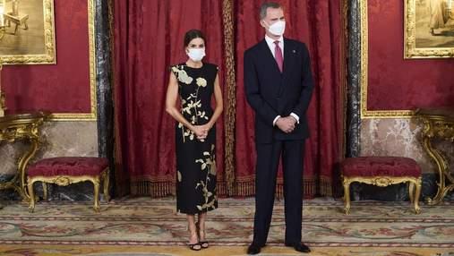 Королева Летиция на торжественном ужине появилась в изысканном черном платье: фото