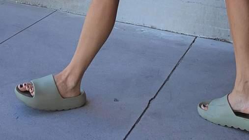 Самая модная обувь лета – сланцы adidas Yeezy Канье Уэста: трендовая подборка