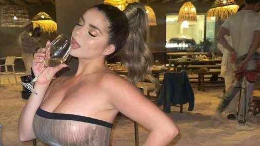 Деми Роуз побывала в ресторане в прозрачном платье без белья: сексуальные фото 18+