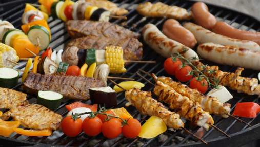 Що приготувати на грилі: курячий шашлик, лосось, гриби та овочі