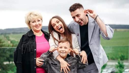 С Эллертом, сыном и мамой Ксения Мишина отметила день рождения в Крыму