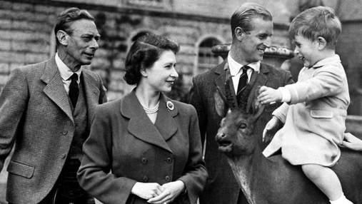Королевская семья поздравила с Днем отца: архивные фото и милое видео