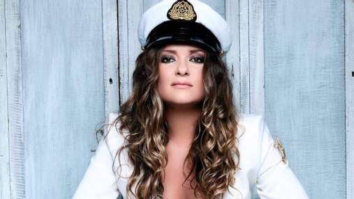Наталія Могилевська оголила груди в костюмі капітана: сексуальне фото