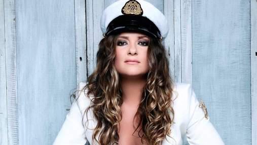 Наталья Могилевская обнажила грудь в костюме капитана: сексуальное фото