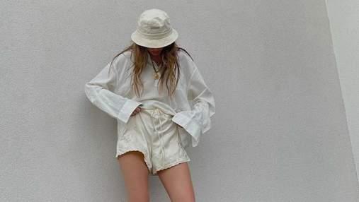 Надя Дорофєєва показала звабливий образ в атласних шортах і капцях від Gucci