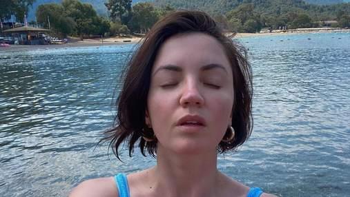 Оля Цибульська засвітила апетитні груди в купальнику з розрізом: спекотні селфі з Туреччини