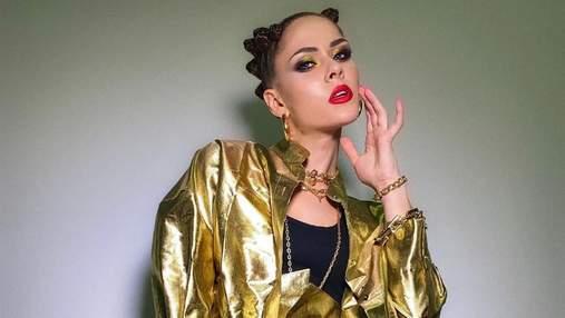 Золотистый костюм и прическа ежик: Юлия Санина показала игривый образ
