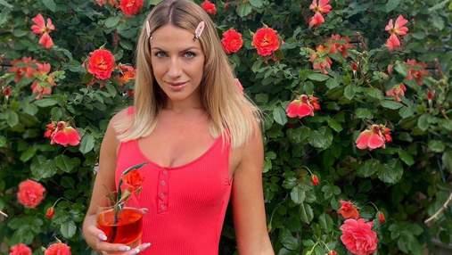 Леся Никитюк загорала в малиновом бикини в образе Барби: яркое фото