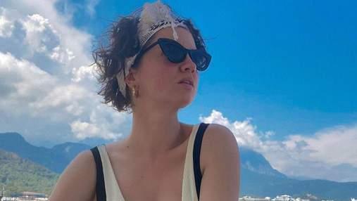 Оля Цибульская выпятила грудь на пляже: сексуальные фото из отпуска