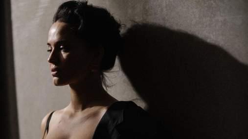 Даша Астафьева показала большую грудь в обтягивающем боди с декольте: горячие кадры