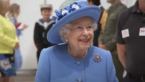 Елизавета II с принцем Уильямом отправилась в турне по Шотландии: видео