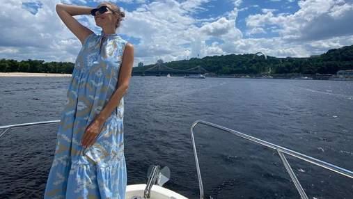 Вагітна Катя Осадча у блакитній сукні позувала на річці: чарівні фото
