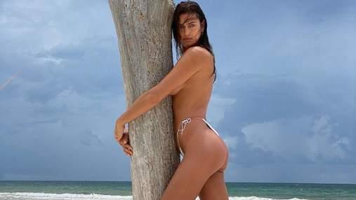 Ирина Шейк полностью обнажила грудь: сексуальные фото 18+