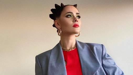 Юлия Санина показала концертный образ в дизайнерском костюме и топе за 14 тысяч гривен