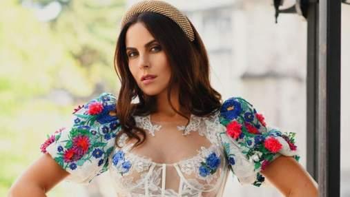 Настя Каменских позировала в мексиканской фотосессии: фото в роскошном платье