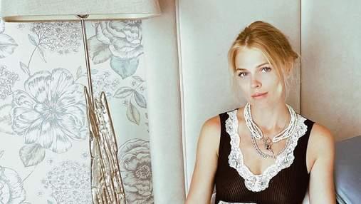 Оля Фреймут позировала в кружевном боди: соблазнительный кадр из Греции