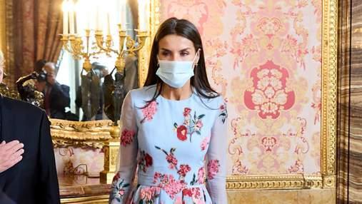 Летиція захопила виходом у квітковій сукні з вишивкою: фото