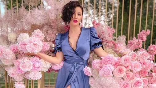 Оля Цибульська спокусила мережу образом у сукні з глибоким декольте