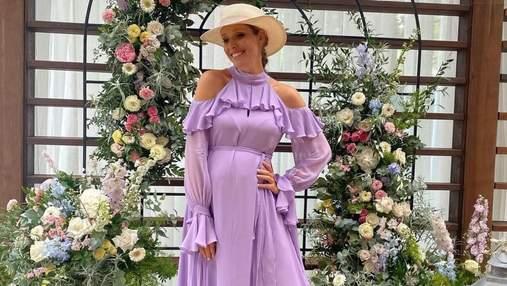Катя Осадчая показала беременный животик в фиалковом платье: невероятный образ звезды