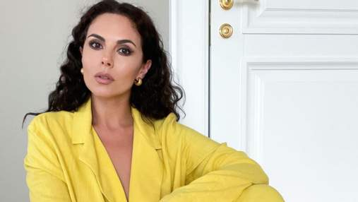 Настя Каменских позировала в желтом костюме: фото яркого летнего образа