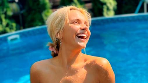 Лилия Ребрик впечатлила фигурой в купальнике без бретелек