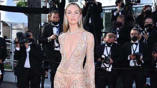 Кендіс Сванепул вразила розкішним комбінезоном на червоній доріжці Каннського кінофестивалю